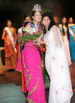 Trina Chakravarty Crowned Miss India USA 2005