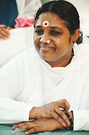 "AMMA, Celebrated Humanitarian And ""Hugging Saint"" To Receive 1000's In Boston"