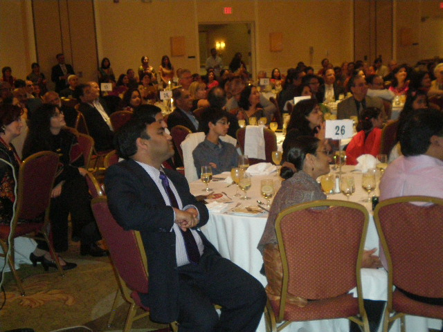 Chinmaya Mission Diwali Banquet Raises $250K