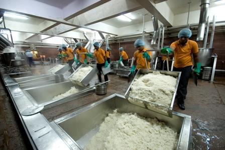 Akshaya Patra Aims To Feed 1.6M Children In Gujarat By 2014
