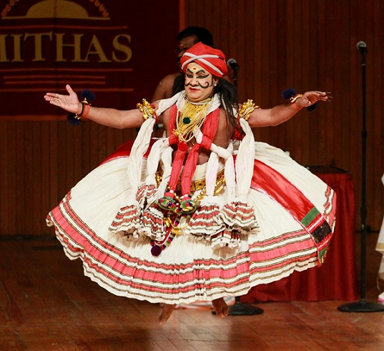 Majestic Kathakali Performance By Sadanam Balakrishnan And Troupe