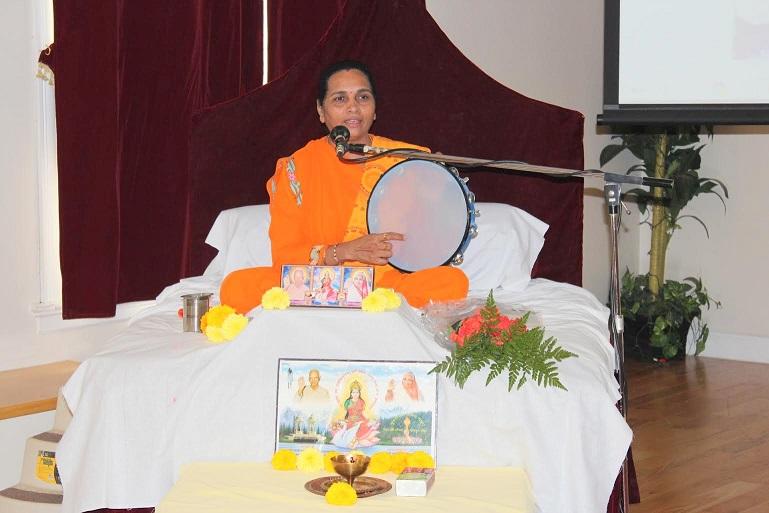 Pragyaputri Rashmiben Enthralls Satsang Center In Sacred Shravana Month