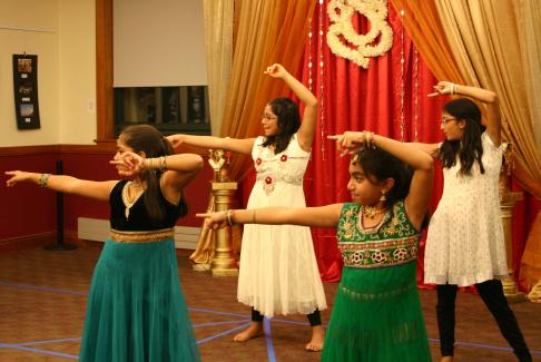 Indian Americans Of Lexington Raise Funds For Cary Memorial Library Foundation