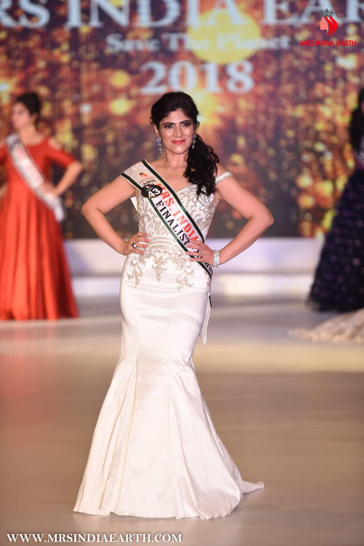 Sugandha Gopal Crowned Mrs India Earth Classic 2018