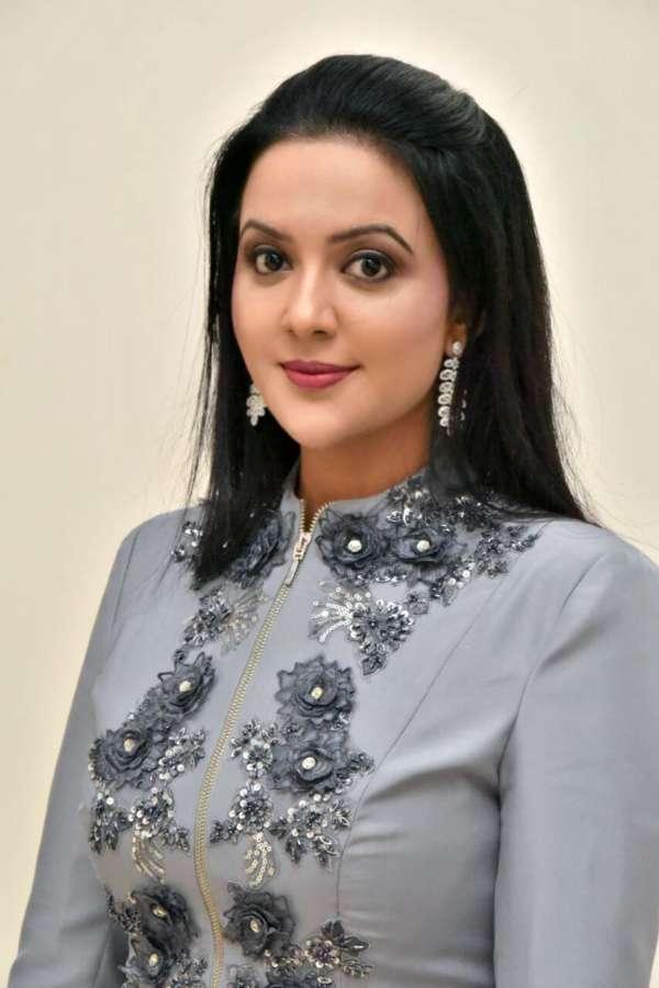 Amruta Fadnavis Sukhwinder Singh