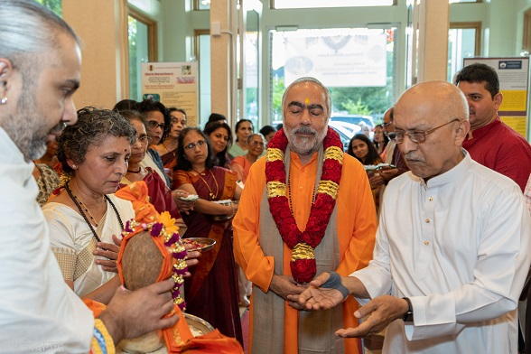 Chinmaya Mission's Worldwide Head Visits Boston Center