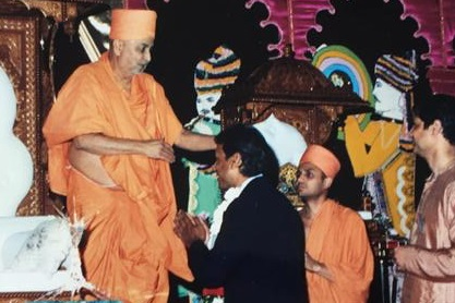 HH Mahant Swami Maharaj Offers Prayers  On The Passing Of Community Leader Ramesh Patel