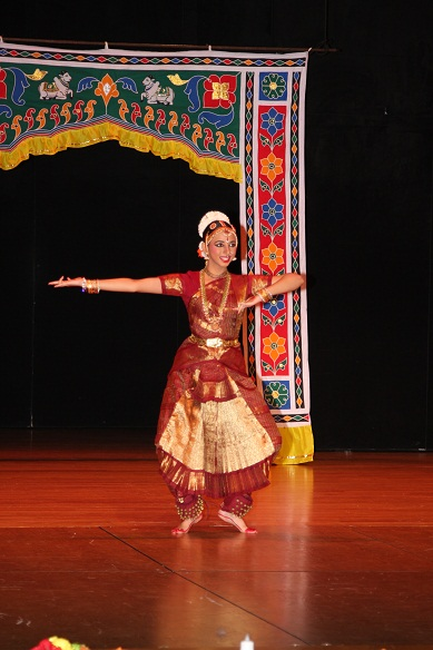 Bharatanatyam arangetram stage decoration pictures for Arangetram stage decoration ideas