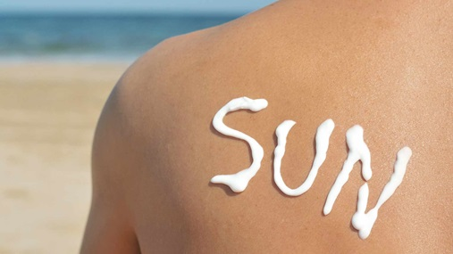 https://sg-dae.kxcdn.com/blog/wp-content/uploads/2015/12/4-travel-tips-to-beat-jetlag-fatigue-expose-spine-to-sun1.jpg