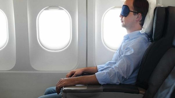 https://sg-dae.kxcdn.com/blog/wp-content/uploads/2015/12/4-travel-tips-to-beat-jetlag-fatigue-sit-up-straight1.jpg