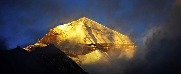 http://isha.sadhguru.org/mahashivratri/wp-content/uploads/2017/01/Adiyogi-Presence-shiva-header.jpg
