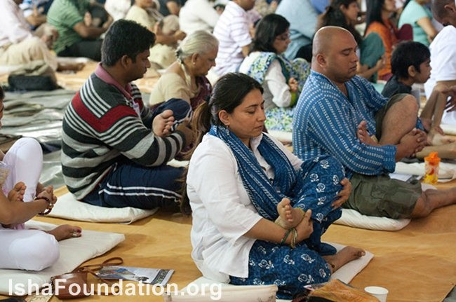 https://images.sadhguru.org/sites/default/files/media_files/iso/en/4017-inner-engineering-bangalore-july-2011-day-2-11.jpg